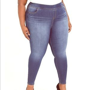 Torrid stretchy waistband jeans